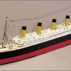 Maquette Titanic en bois