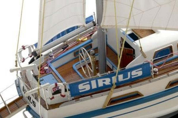 164-6833-Colvic-Victor-40-model-yacht