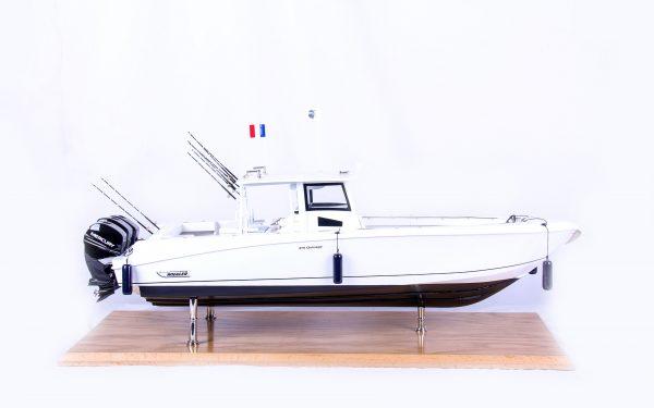 1686-9514-Boston-Whaler-Outrage-370-Model-Boat