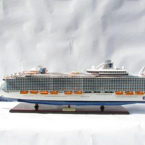 1784-10026-Harmony-of-the-Seas-Model-Ship