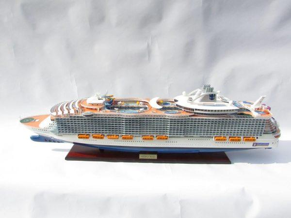 1784-10027-Harmony-of-the-Seas-Model-Ship