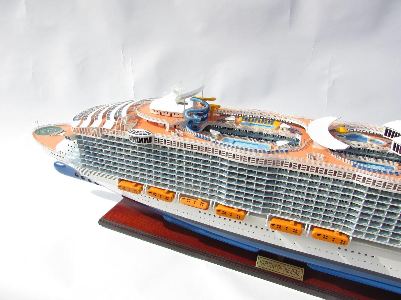 1784-10035-Harmony-of-the-Seas-Model-Ship