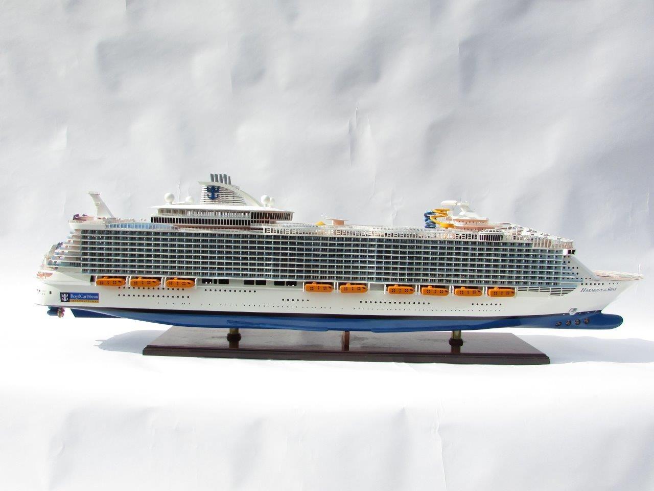 1784-10044-Harmony-of-the-Seas-Model-Ship