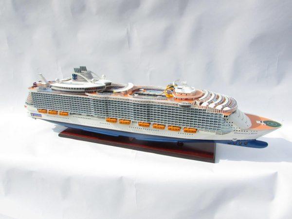 1784-10047-Harmony-of-the-Seas-Model-Ship