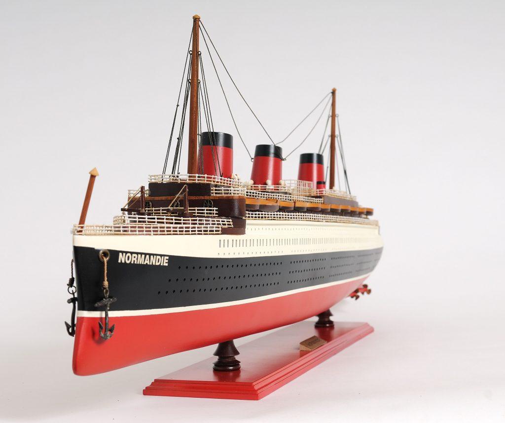 Maquette navire de croisière le Normandie