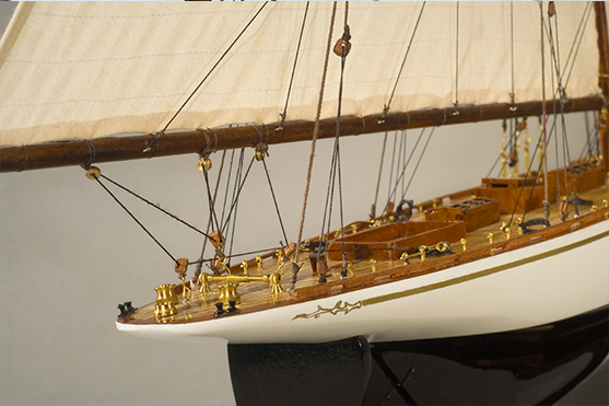 2561-14558-Tuiga-Model-Sailing-Yacht-Superior-Range