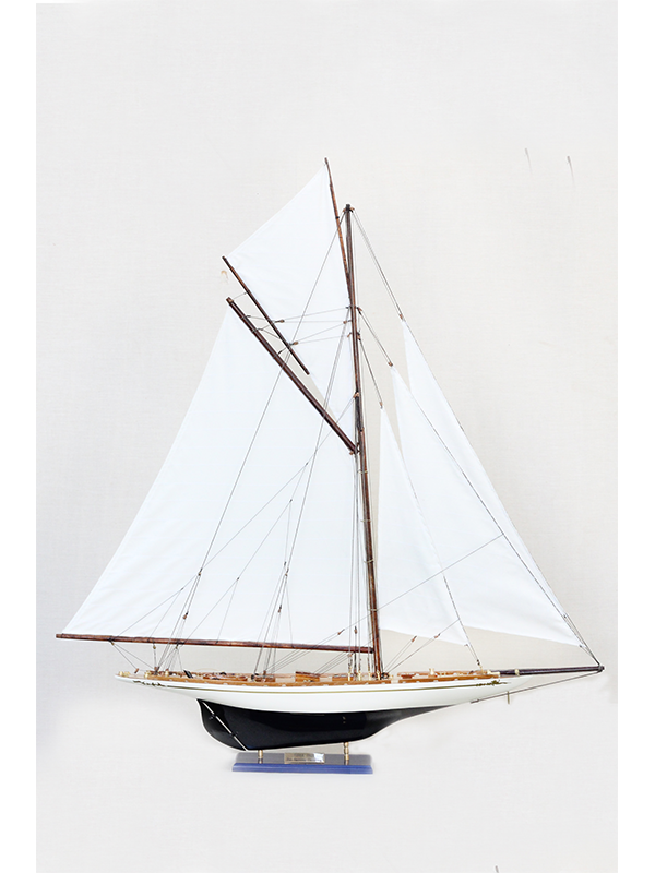 2561-14562-Tuiga-Model-Sailing-Yacht-Superior-Range