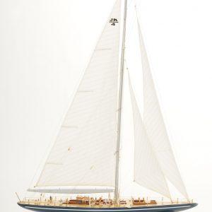 472-8246-Endeavour-Model-Yacht-Superior-Range