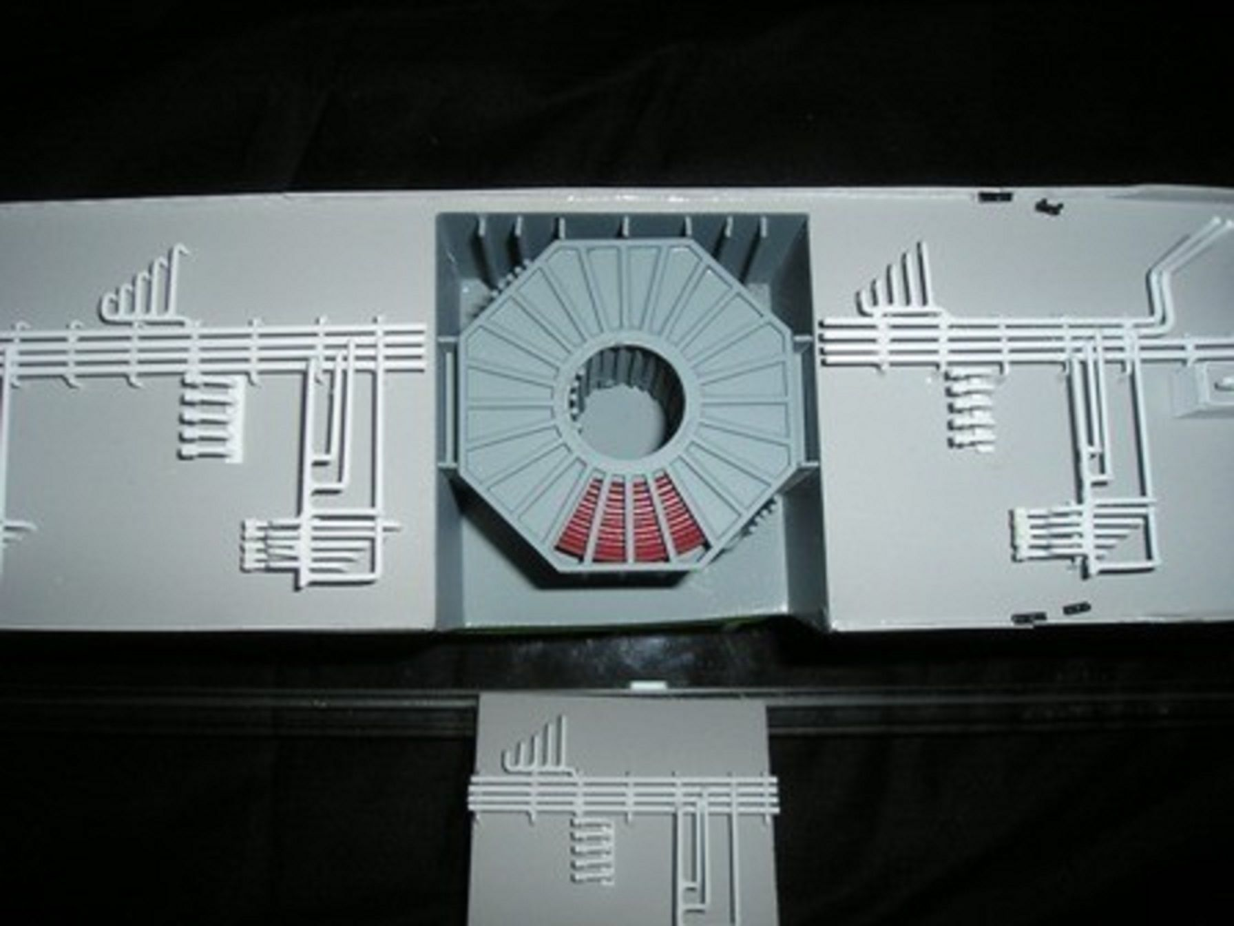 1227-6672-CNG-Open-Hull-model-in-Display-case