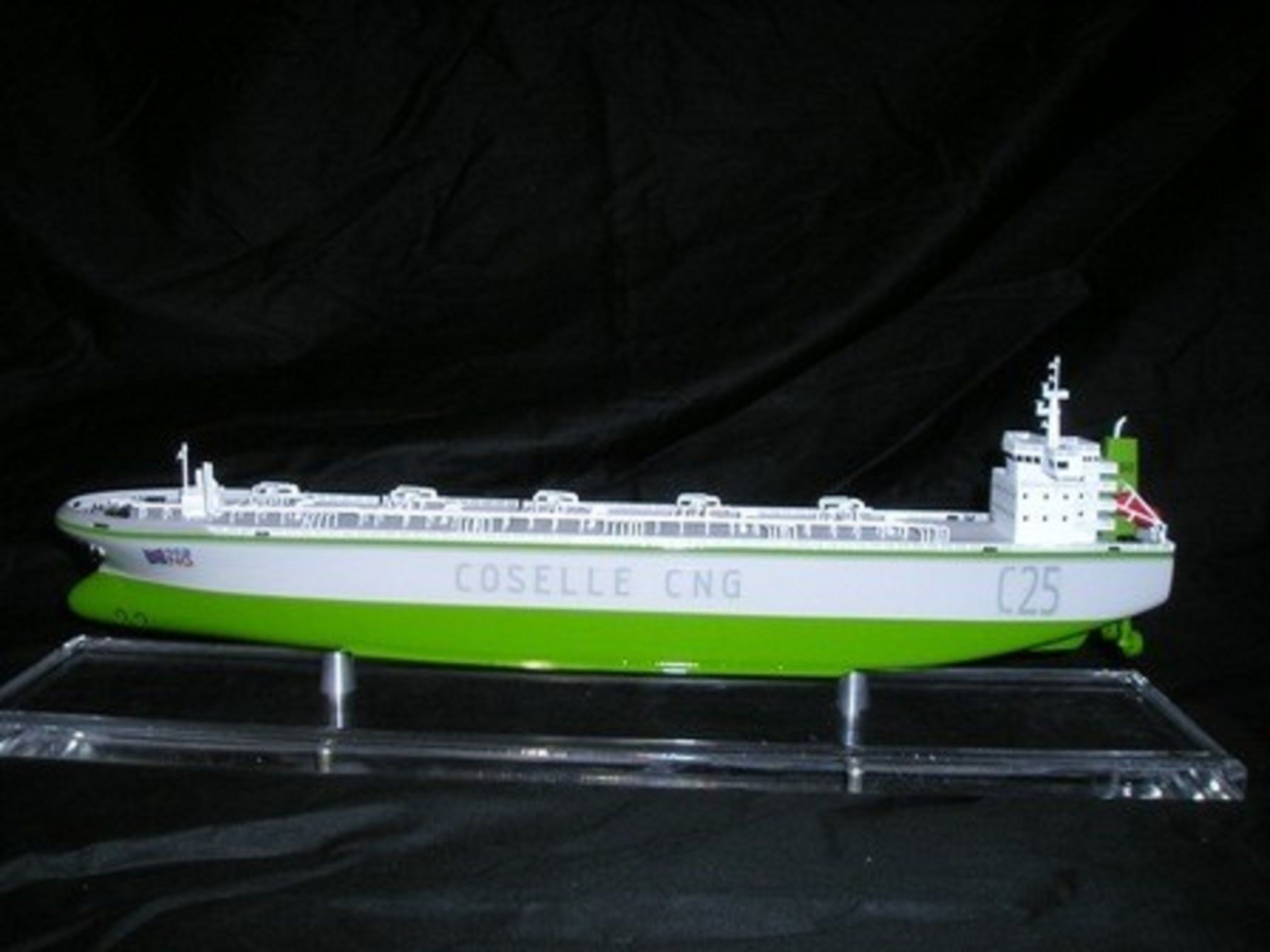 1227-6674-CNG-Open-Hull-model-in-Display-case