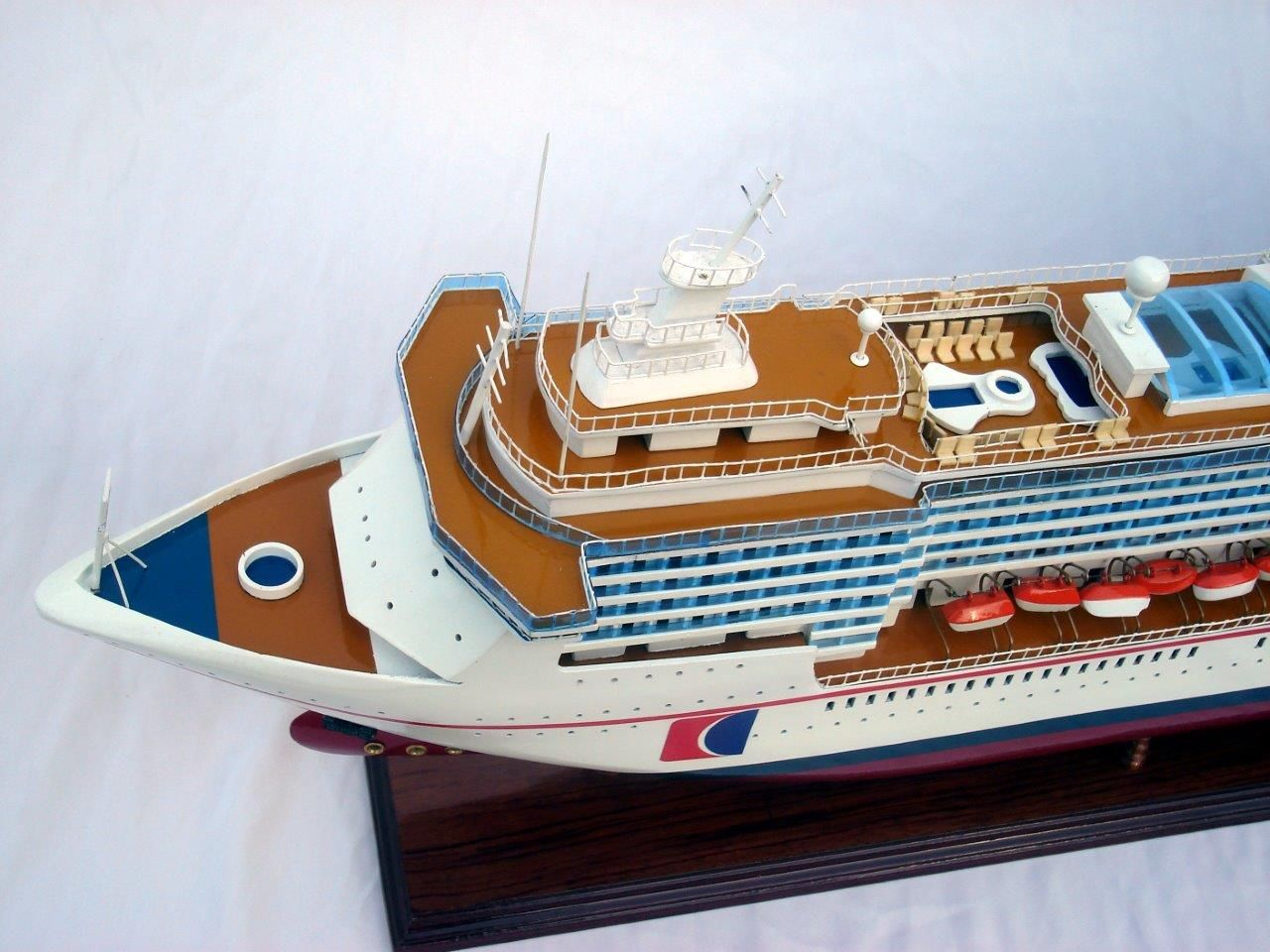 Bateau modèle Carnival Miracle - GN (CS0017P)