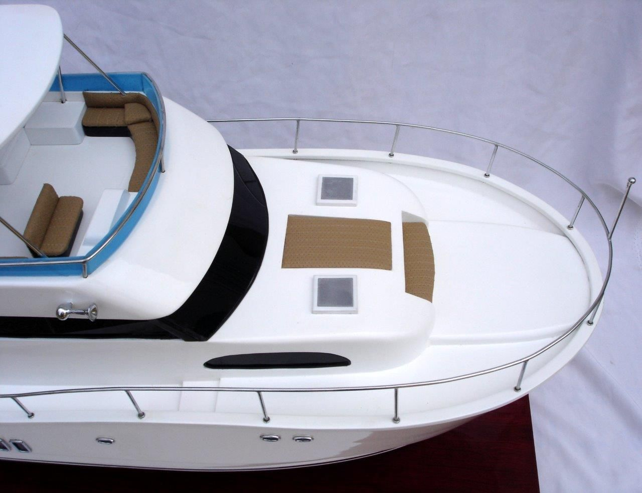 Bateau miniature Viking Sport Yacht à double coque - GN (SB0036P)