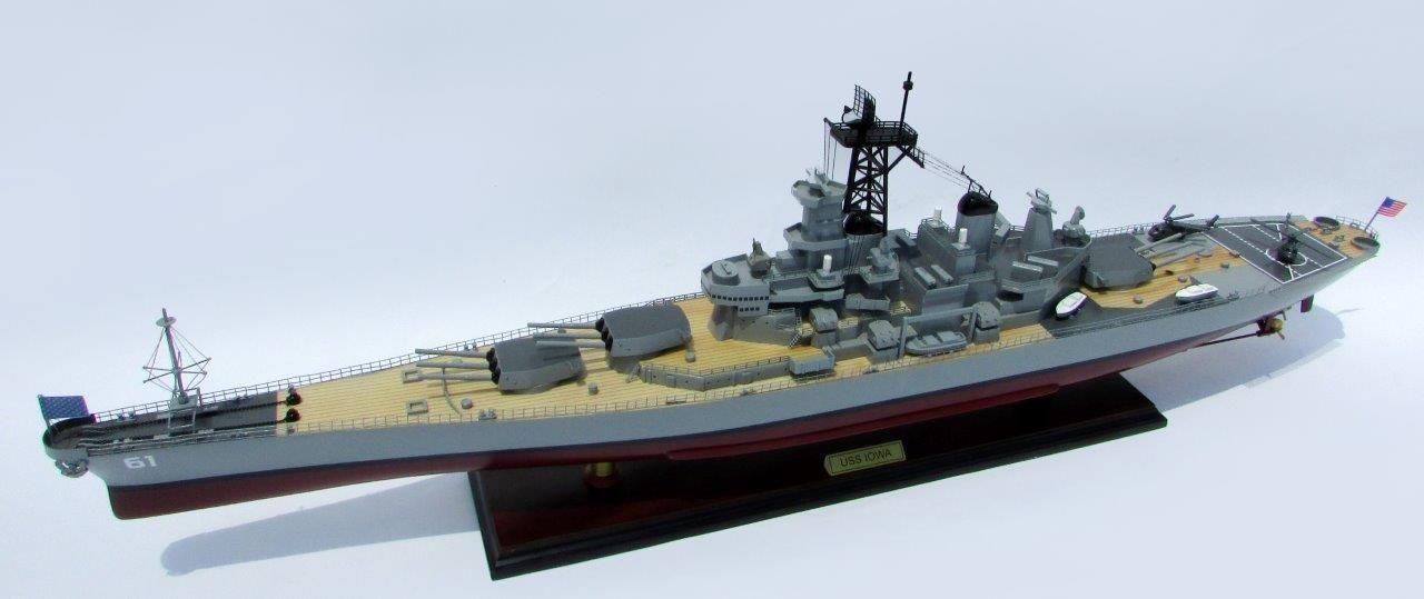 2016-12787-USS-Iowa-model-boat