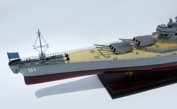 2016-12788-USS-Iowa-model-boat