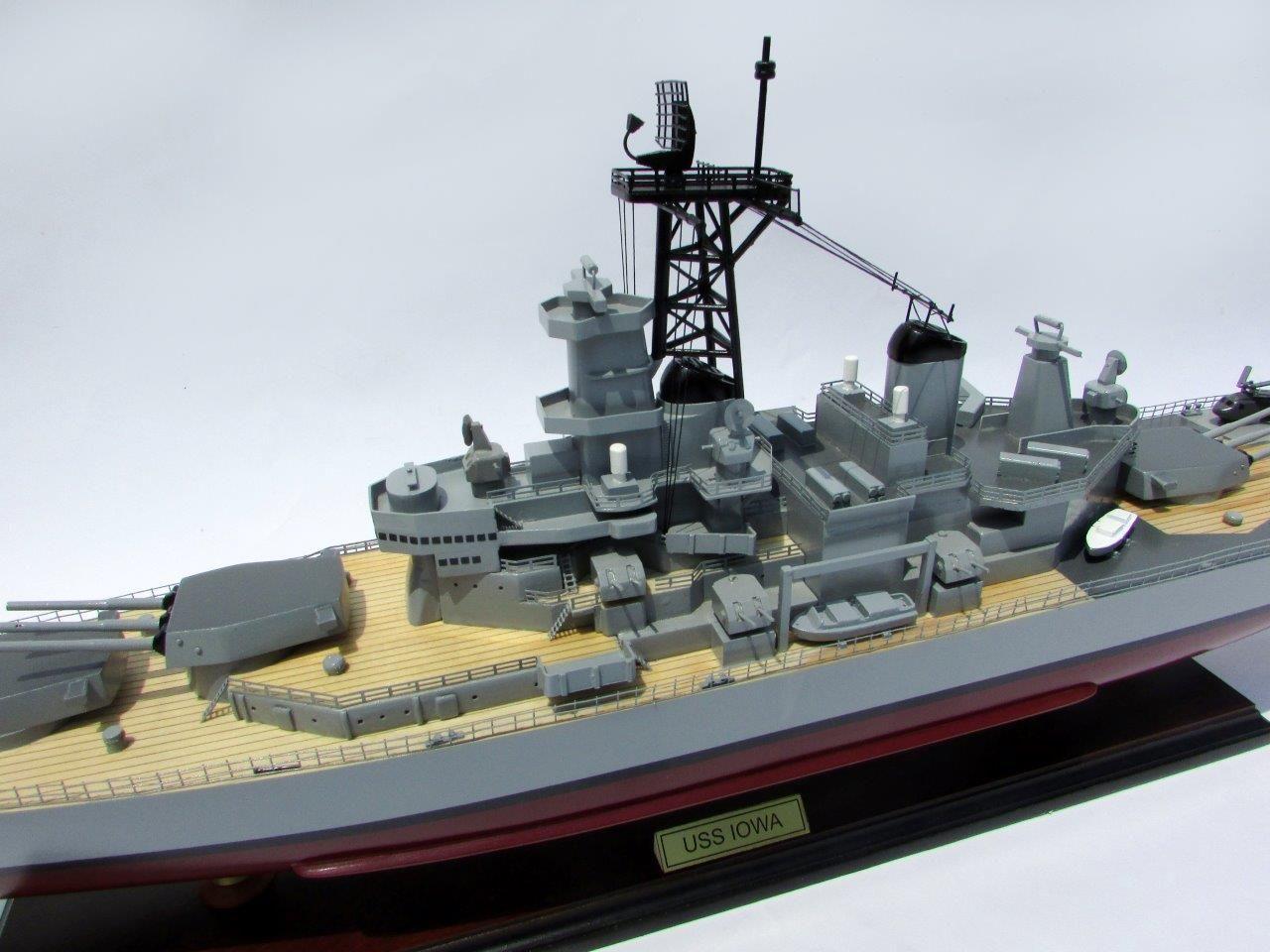 2016-12789-USS-Iowa-model-boat