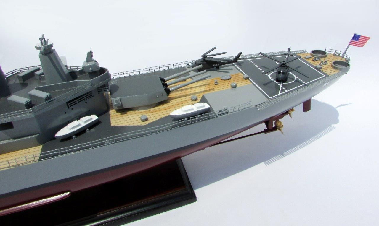 2016-12790-USS-Iowa-model-boat