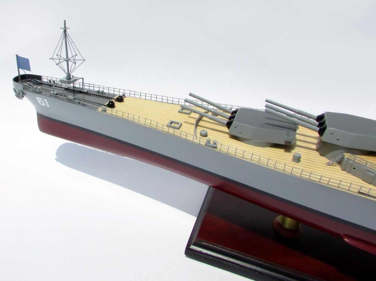 2016-12792-USS-Iowa-model-boat