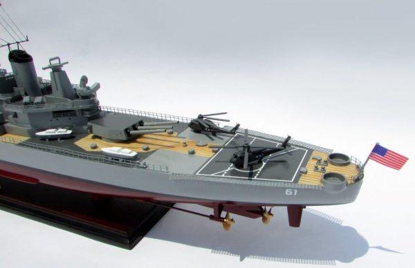 2016-12794-USS-Iowa-model-boat