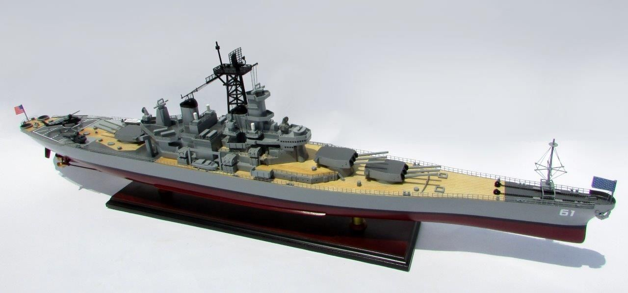 2016-12798-USS-Iowa-model-boat