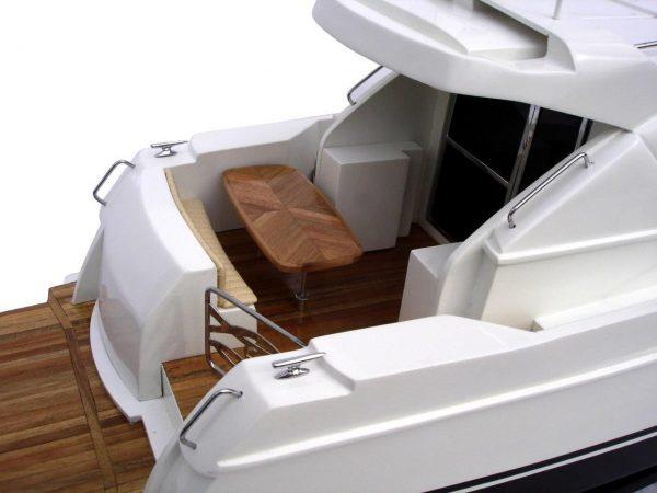 2061-12211-Riviera-4700-model-boat