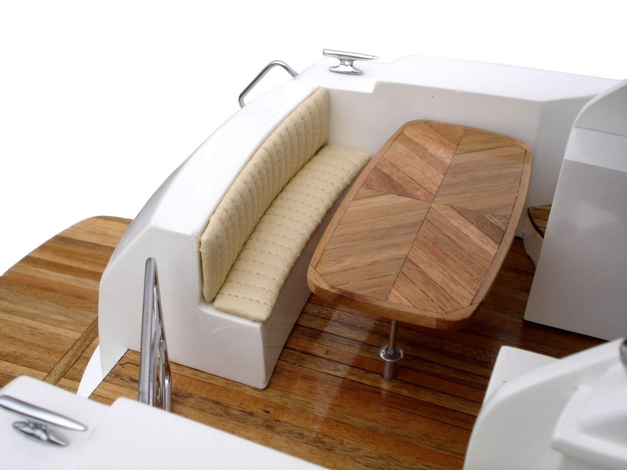 2061-12212-Riviera-4700-model-boat
