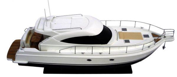 2061-12216-Riviera-4700-model-boat
