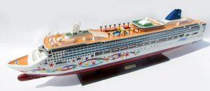 2084-12372-Norwegian-Star-Ship-Model