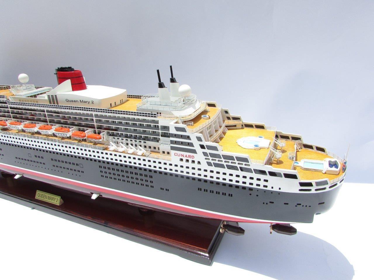 Maquette Queen Mary 2 en bois