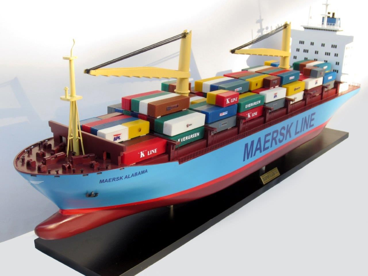2455-14059-Maersk-Alabama-Container-Model-Ship