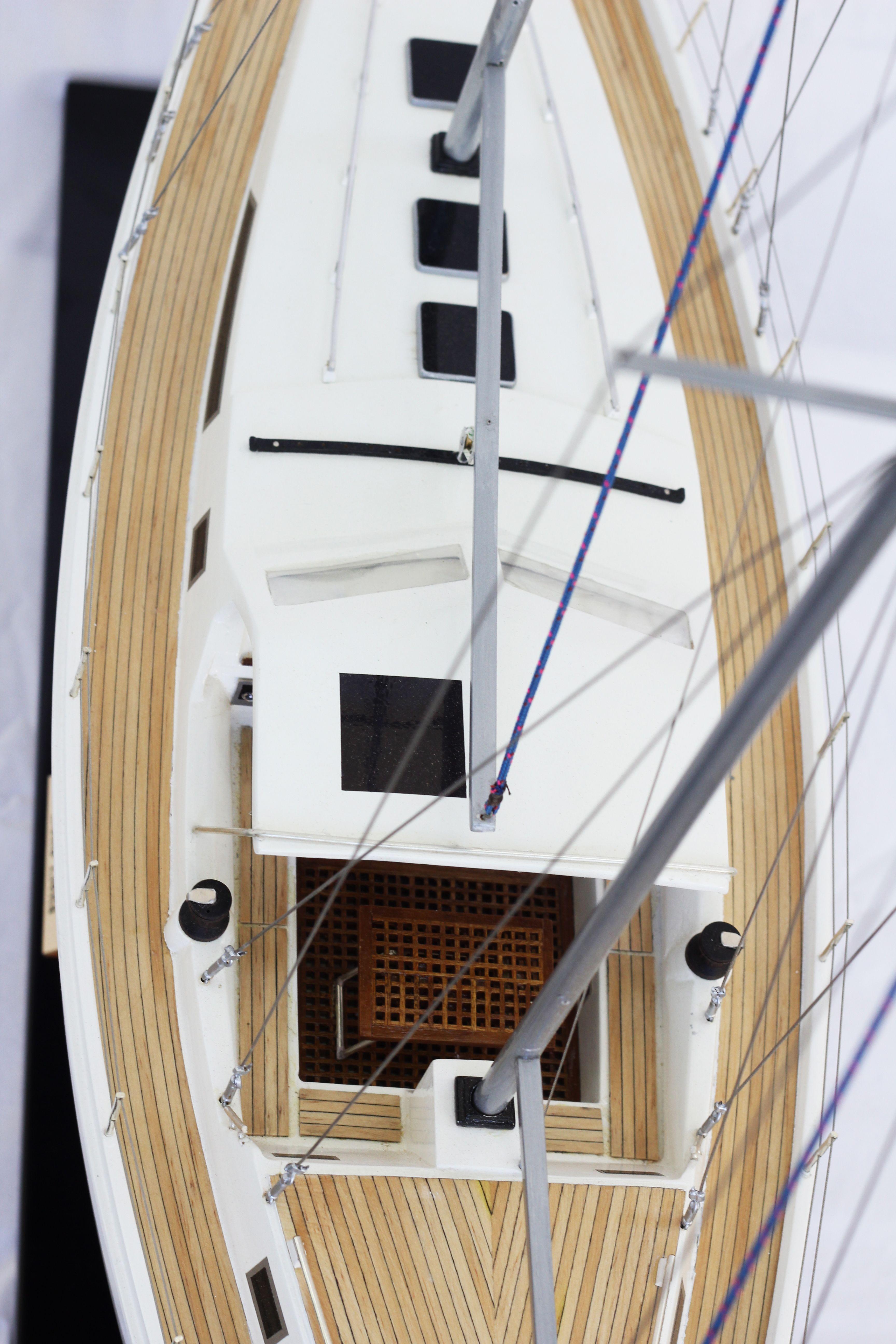 2529-14369-Amel-Model-Ship