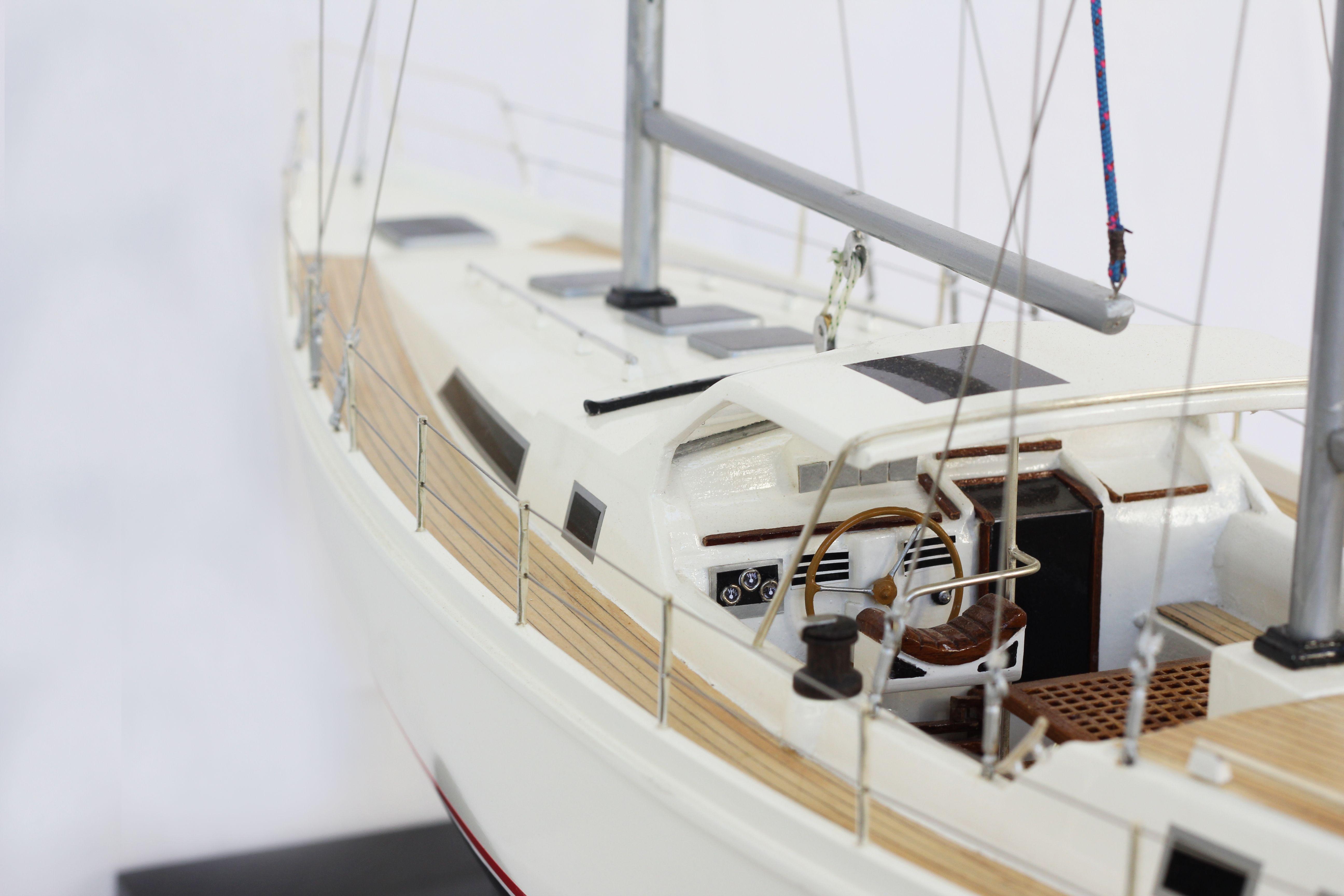 2529-14370-Amel-Model-Ship