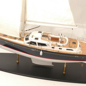 555-6278-Discovery-55-model-yacht