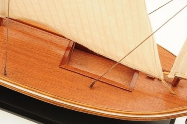 1195-7050-James-Caird-Lifeboat-HMS-Endurance