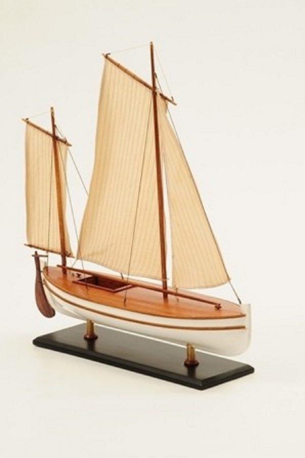 1195-7051-James-Caird-Lifeboat-HMS-Endurance