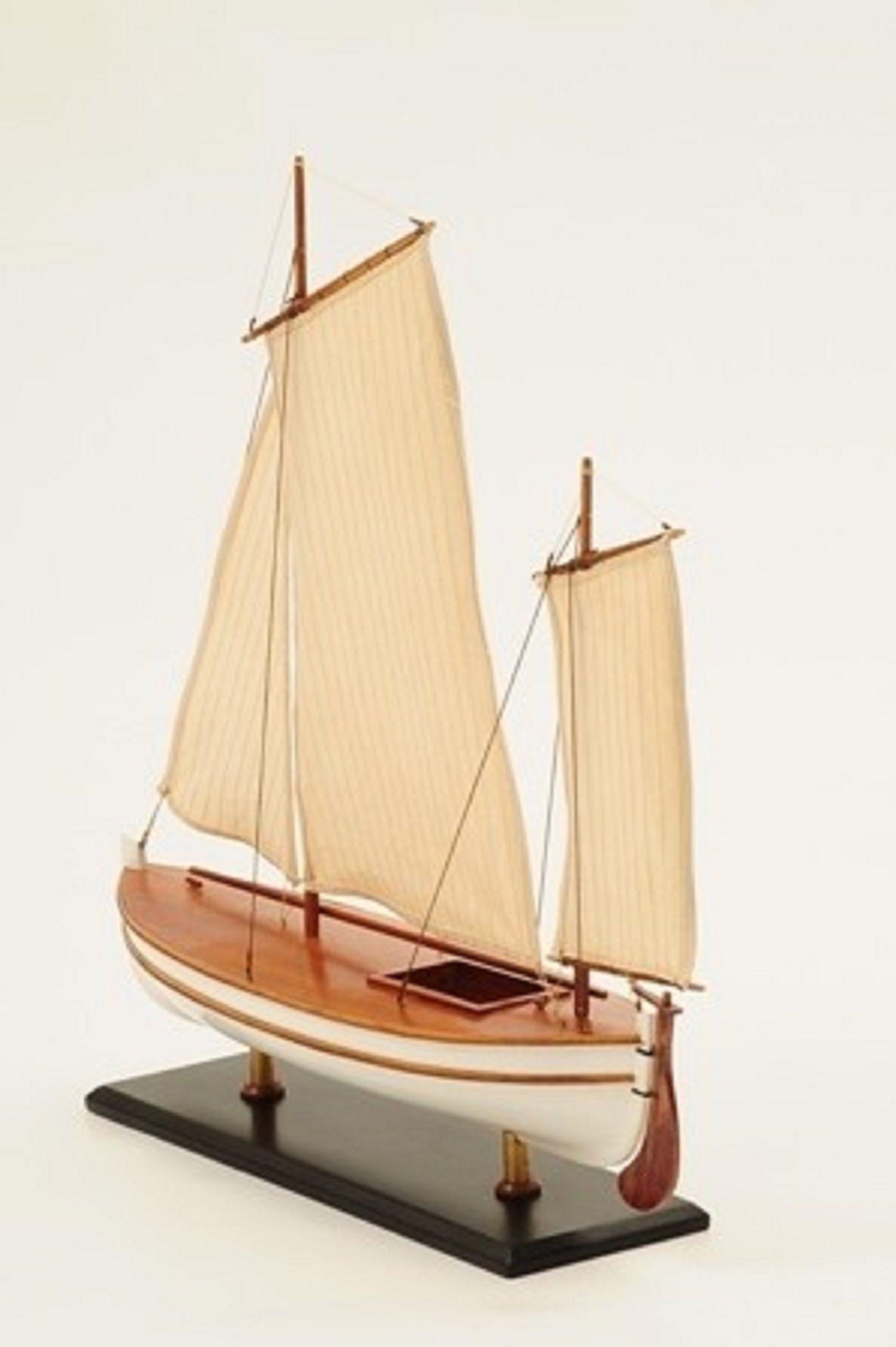 1195-7052-James-Caird-Lifeboat-HMS-Endurance
