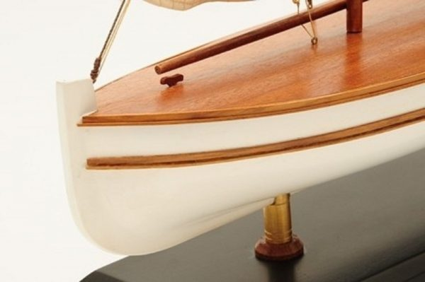 1195-7054-James-Caird-Lifeboat-HMS-Endurance