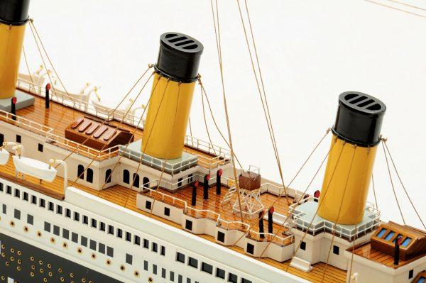 Maquette du Titanic en bois