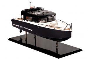 Maquette de bateau à cabine avant Bahari Xo