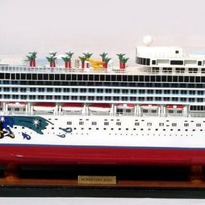 2082-12353-Norwegian-Jewel-Model-Boat