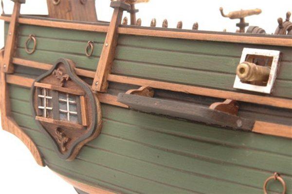 Maquette en bois du Bounty
