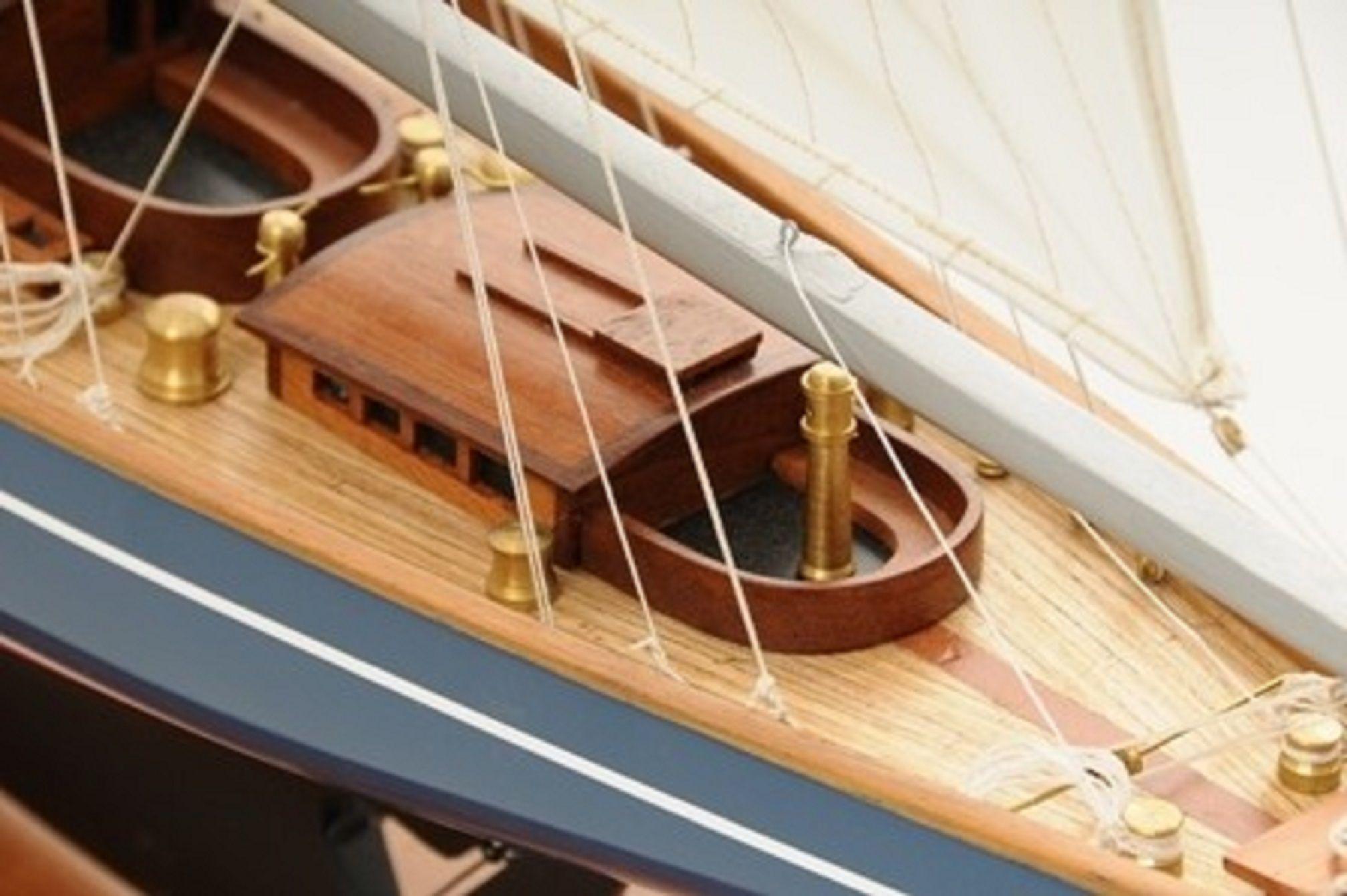 768-7710-Velsheda-Model-Yacht-Premier-Range