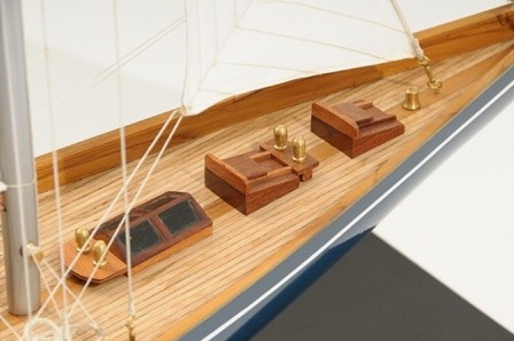 768-7714-Velsheda-Model-Yacht-Premier-Range