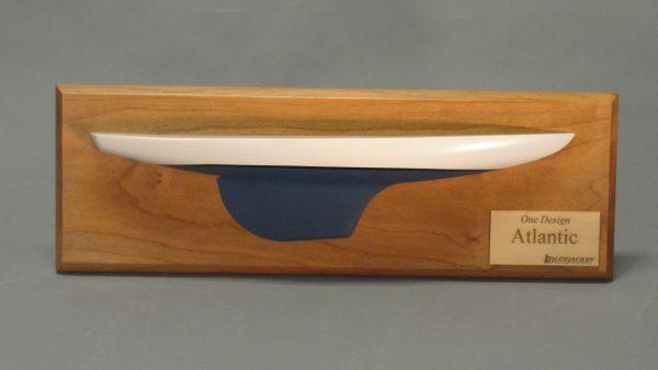 Atlantic One Demi-Coque Maquette de Bateau à Construire - BlueJacket (K1104)