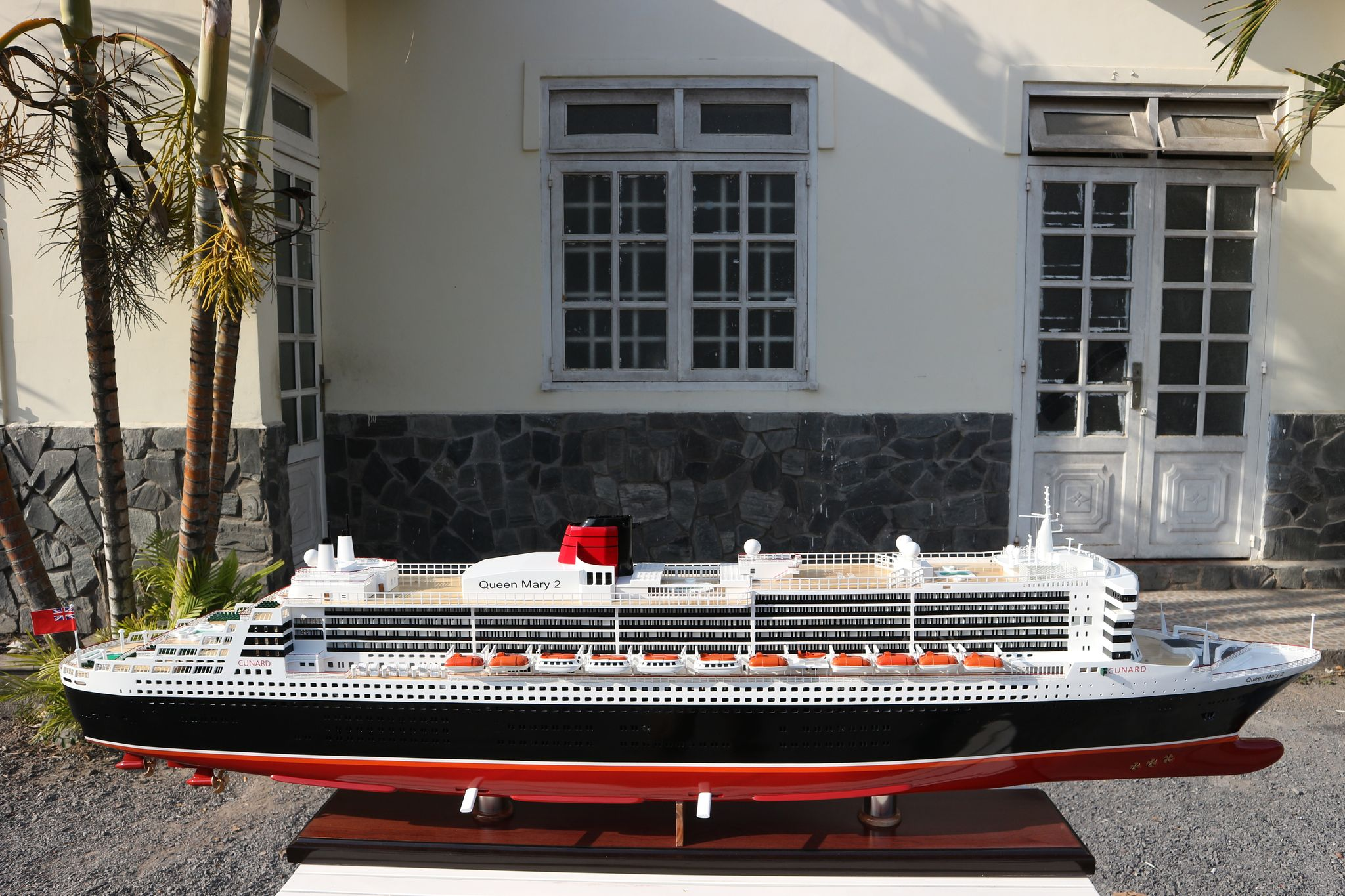Queen Mary 2 Painted GN (CS0001P-200)